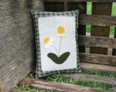Primitive Daisy Pillow Tuck