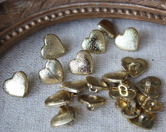 Nice gold color heart  buttons  6  pieces listing