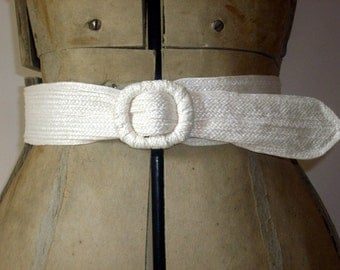 Cream Woven Straw 1970's  Cinch Belt Small/Medium 34 in.