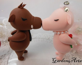 NEW--wedding cake topper--Custom Love piggy couple with circle clear base