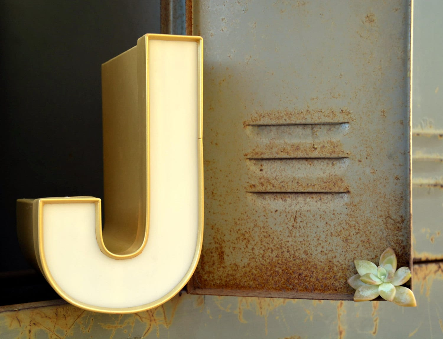 Vintage marquee sign letter capital 39j39 large gold for Large gold letters for walls