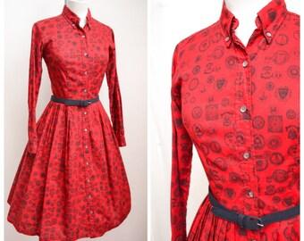 1950s Red novelty university print emblem shirt dress / 50s shirtwaister - XXS XS