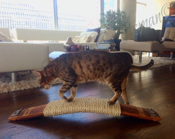 CLAWS - Termagant - Oak Wine Barrel Stave and Sisal Rope Cat Scratcher - 100% recycled