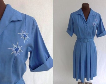 Vintage 50s Dress Shirtwaist in Blue Cotton with Embroidered Double Star Atomic Design  Size S / M