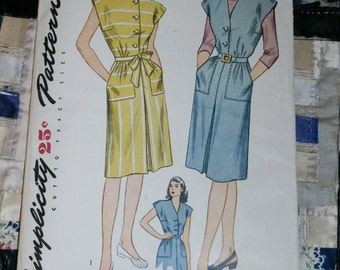 "Vintage 1940s Simplicity Pattern 1369 for Misses Dress and Jumper, Size 16, Bust 34"" factory folds"