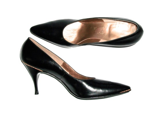 Stunning Sexy 1950s David Evins For I Magnin Co Black Leather Stilleto Heels Pumps Gold Piping Mint Condition 9.5AA