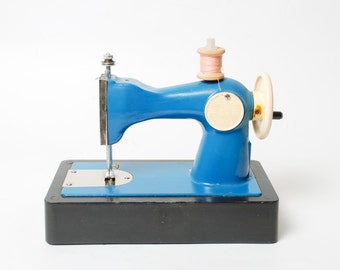 Girl Metal Toy, Sewing Machine, Blue.
