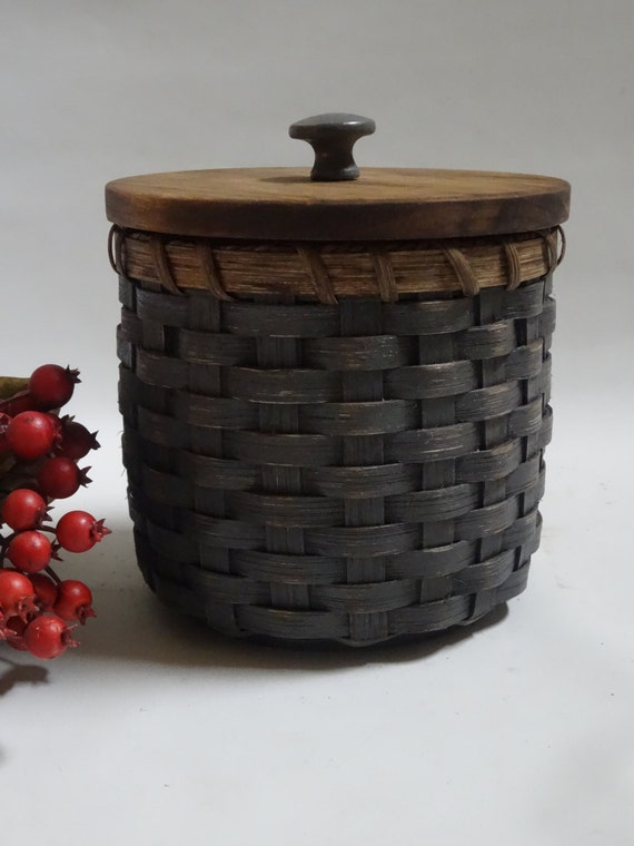 toilet paper basket basket with a lid painted by jgbaskets on etsy. Black Bedroom Furniture Sets. Home Design Ideas