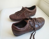 Vintage womens brown leather lace-up walking shoes, sneakers. European size 40