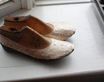 US 9.5 / Euro 40 / UK 8, rubber sole silk slippers