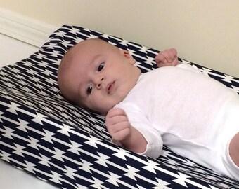 Baby Changing Pad Cover - Arizona - Tomahawk Stripe - Contoured - in White and Dark Navy