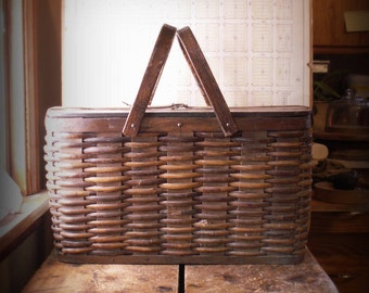 Vintage Metal Lined Wicker Picnic Basket - Perfect for Tailgating!