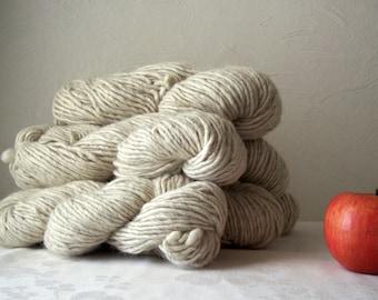 creamy white with gray lopi style yarn single ply chunky grey bulky yarn icelandic wool