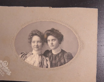 Antique Cabinet Card Photograph Young Victorian Era Women Beautiful Sisters?