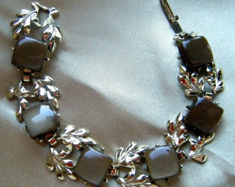 Brown Thermoset 7 Inch Bracelet with Leaf Detailing