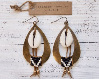 TBE-01, free U.S. shipping teardrop shaped beaded brass earrings with cowrie shell