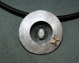 """Pearl / Sterling Silver Pendant : """" PISCES """""""