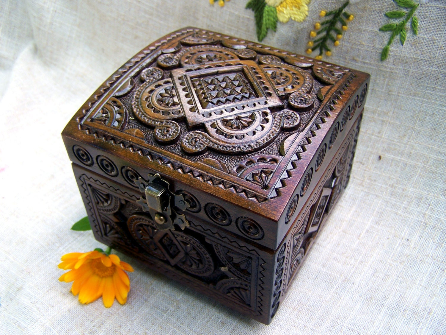 wooden box jewelry box ring box wood box wood carving wedding. Black Bedroom Furniture Sets. Home Design Ideas