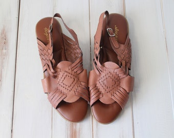 SIZE 9 1/2 M Vintage Brown Leather Woven Huarache Sandals
