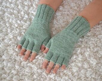 Hand-knitted half finger gloves