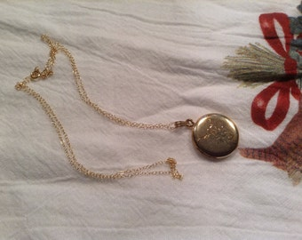 VINTAGE Gold filled LOCKET that opens for your precious pictures