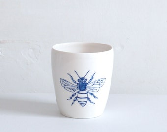 Porcelain beaker with bee