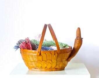 Wicker Duck Basket - Vintage Egg holder - Rustic Home Decor