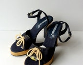 90s Denim Ankle Strap Sandals Heels / Platform Sandals Boho Nautical Navy Blue 70s style Disco Wood look Heels / Sz 7.5 Euro 38 UK 5.5