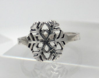 Beautiful sterling silver snowflake ring, eco friendly, women, christmas, statement, novelty