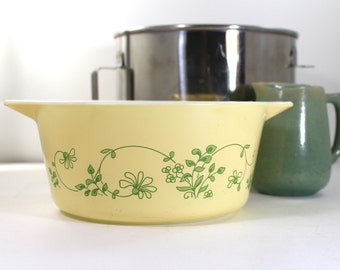 Vintage Pyrex Daisy Round casserole dish with Daisy cover