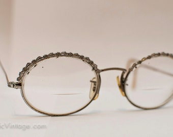 1940s Oval Flower Glasses: Etched in Time