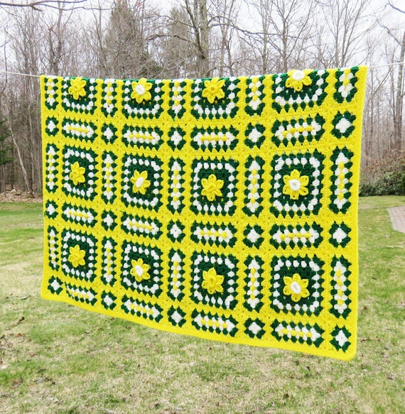 Vintage 70s Yellow Daisy Flower Afghan Throw Blanket Flower: Yellow Green White Crochet Afghan Throw Blanket By