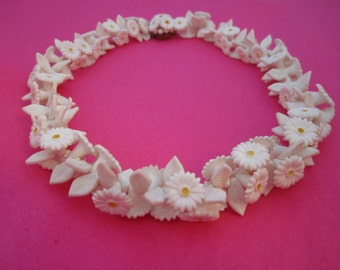Vintage Daisy Necklace Flower Jewelry Plastic Daisies Costume Jewelry Wedding Necklace Flower Child