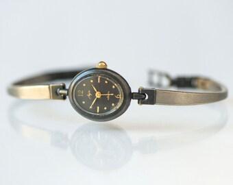 Modern women's quartz watch, oval women's watch quartz, tiny lady watch Ray, black grey mint condition watch
