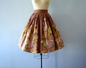 Vintage 50s skirt . fall floral print skirt . size xs