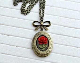 Red Rose Locket  .. flower locket, oval locket, small locket, flower necklace