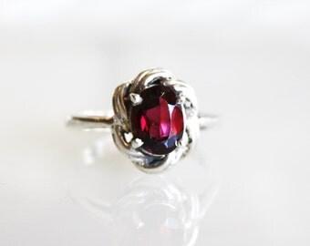 Vintage Garnet Sterling Silver Ring / Size 5 3/4