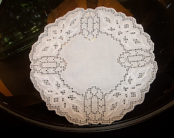 10 Vintage MADEIRA LINEN Coasters / Doilies...New Old Stock...Perfect Condition...Wedding Gift
