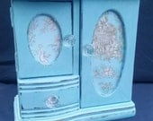Vintage Shabby Chic Toille Jewelry Box