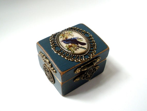 the engagement ring box in midnight by