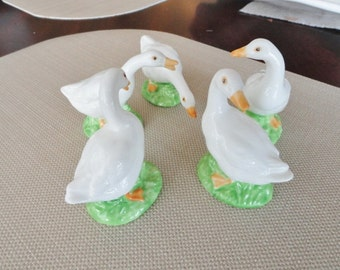 A296)  Vintage Glass White Geese or Duck Figures