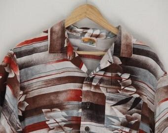 Vintage Mens Hawaiian Shirt Kennington Ltd California 100% Rayon Coconut Buttons Large 16.5 1970s