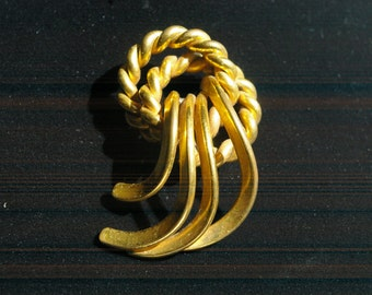 Gold  Tone Brooch - Knot and Waterfall - Chunky and Bold - 1980s