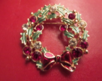 Vintage Tanya's Creations Marked TC Holiday Christmas Wreath Brooch Pin Ugly Sweater Party Red & Green Enamel Holly Gold Ton