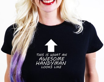 AWESOME  HANDYMAN  T-SHIRT Official Personalised This is What Looks Like  handy man jobber job help useful