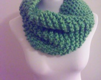 Chunky knit scarf in moss green, chunky knit cowl, circle scarf, knit eternity scarf, winter accessories