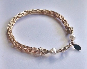 Gold knit bracelet with pearl accent