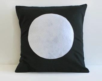 modern throw pillow // black and white circle pillow cover // minimalist pillow // modern home decor // minimalist decor // 18 inch pillow