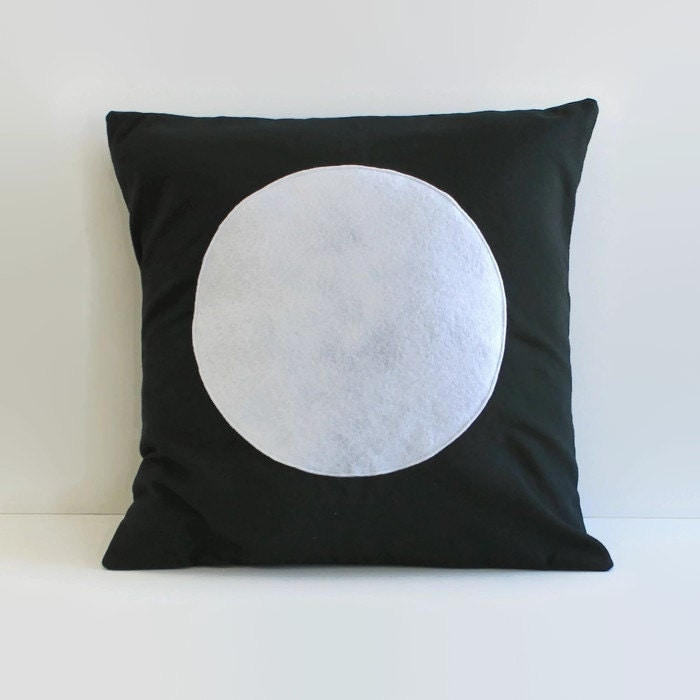 Modern White Pillow : modern throw pillow // black and white circle pillow cover