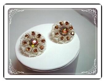 Lucite Flower Earrings - Vintage White w Brown Rhinestones   E411a-040812000